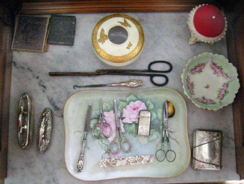 Woman\'s grooming items