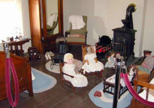 Children\'s bedroom with Victorian dolls